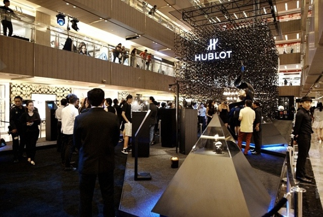 Beautiful-and- luxurious-boutique-stores- design-projects- 2014-Hublot-2