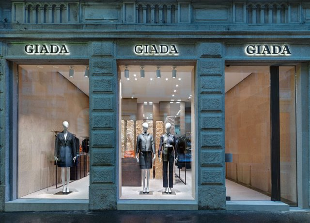 Beautiful-and- luxurious-boutique-stores- design-projects- 2014-_Giada-Milan-flagship-store-Claudio-Silvestrin_ss1