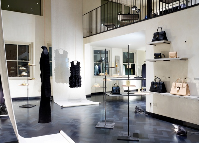 Spectacular_ fashion_boutiques_interiors-Hostem-womenswear-store-by-James-Plumb (2)