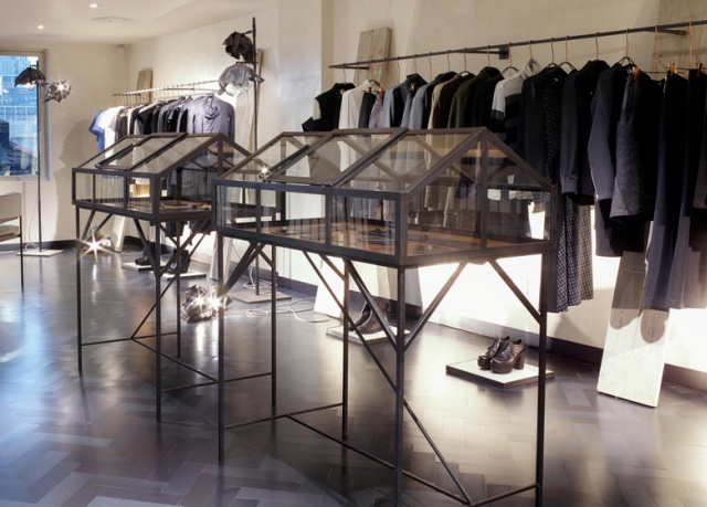 Spectacular_ fashion_boutiques_interiors-Hostem-womenswear-store-by-James-Plumb