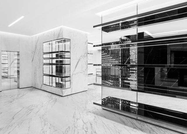 Spectacular_ fashion_boutiques_interiors-Saint-Laurent-store-Sloane-Street-London-by-Hedi-Slimane