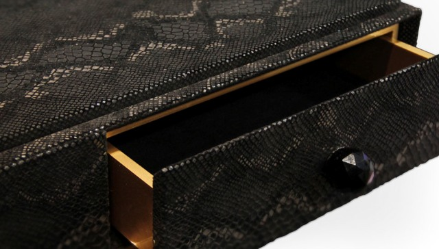 Limited-Edition- Consoles-for- Perfect-Luxury- Look-burlesque-console-koket Limited Edition Consoles for Perfect Luxury Look Limited Edition Consoles for Perfect Luxury Look Limited Edition Consoles for Perfect Luxury Look burlesque console koket