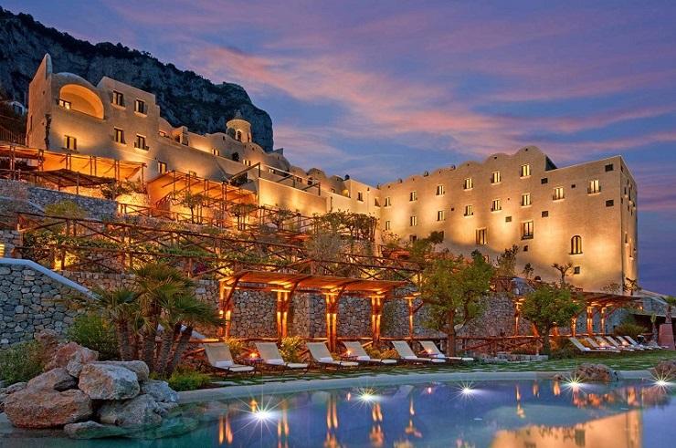 Design-Contract-Top-5-luxurious-interior-resorts-Image2