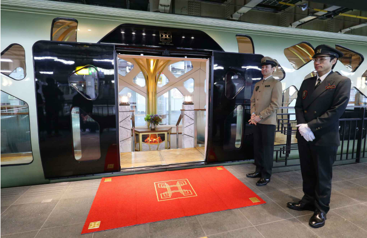 Get To Know The Luxurious Interiors Of The New High-end Japanese Train