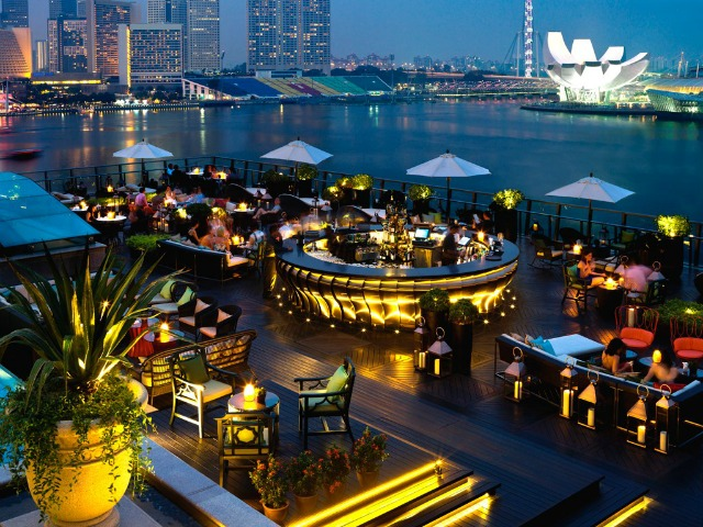 Meet the top 10 mind-blowing rooftop bars in the world