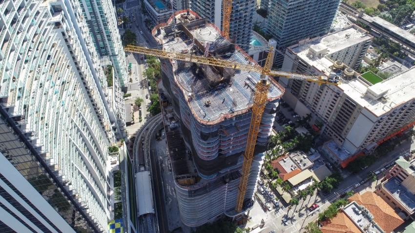 Luxury Condominium The Luxury Condominium Tower Rising in Downtown Miami The Luxury Condominium Tower Rising in Downtown Miami